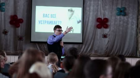лекция : Man giving a lecture to an audience