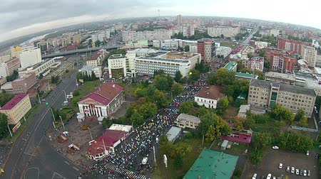 kilometer : A lot of people run a marathon in the city center