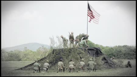 war : World War II reenactment of US Marines raising the American flag on Iwo Jima Stock Footage