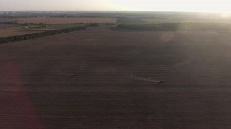 potraviny : Video Footage aerial view combines harvesting top view