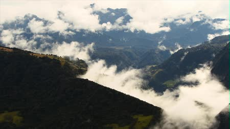 Эквадор : Clouds moving with high speed over the Andes mountains in Ecuador, fading to white