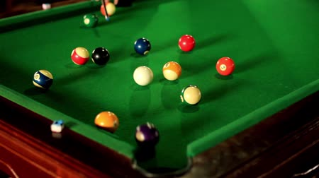 отскок : 8 balls pool game, each ball is played by the rank.