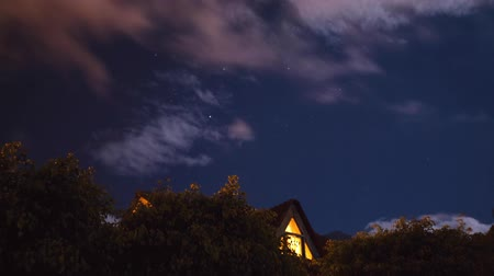 weerwolf : Maan licht over de heks huis, time-lapse Stockvideo