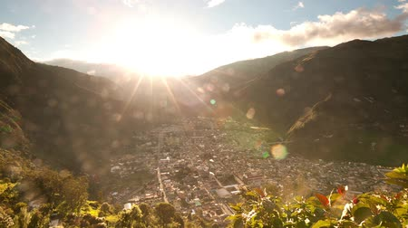sem nuvens : Driving thru the ecuadorian Andes on the way to Quilotoa crater,time lapse HD