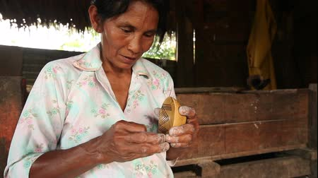 zanaat : Woman hands making pottery , rural scene in ecuadorian Amazonia