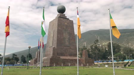 Эквадор : Center Of The world monument and south American flags in capital city of Quito Стоковые видеозаписи