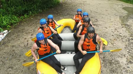 сценарий : Group of people practicing whitewater rafting, perfect global warming scenario
