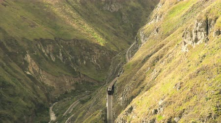 ângulo : Zoom out over Nariz de Diablo high altitude touristic trains in Ecuadorian Andes Vídeos