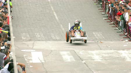 kiegészítés : Banos, Ecuador - 11 2015: Homemade Racing Cart Passing At High Speed On A Steep Road For Annual Completion In Banos On 11, 2015