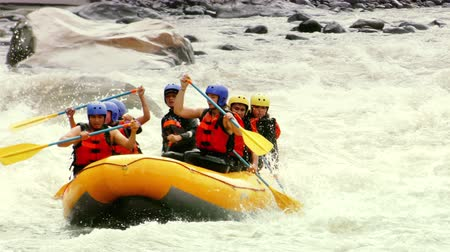 экстремальный : Extreme Sports Whitewater River Rafting In Ecuador