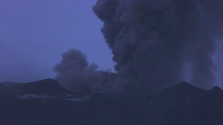 agua : Super Telephoto Time Lapse Of Tungurahua Volcano While Extremely Powerful Explosion Occurs