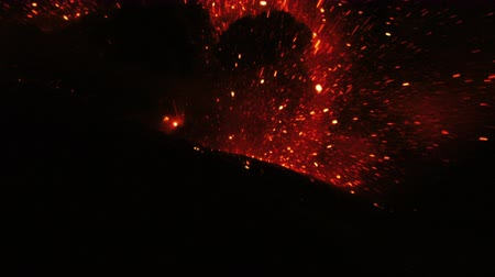 volkan : Mega Explosion Of Tungurahua Volcano In The Night With Molten Lava Amazing Natural Spectacle