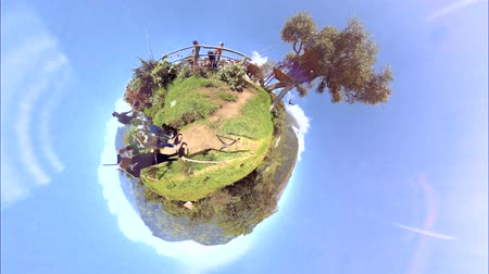 agua : Banos, Ecuador - 19 September 2017: Spherical View Of Tourist Swinging At La Casa Del Arbol And Taking Photos In Front Of Tungurahua Volcano On A Sunny Day In Banos On September 19, 2017