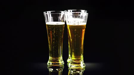 bubble tip : three glasses of beer rotate
