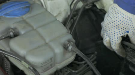 filling station : diagnostics: a mechanic check the car for faults and errors Stock Footage