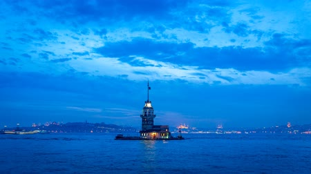 isztambul : Day to night time lapse of the Maidens Tower in Istanbul Stock mozgókép