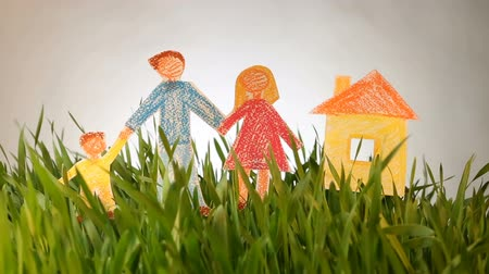childrens : Drawn Family and House on Grass green background. Real estate in ecological area. Social concept. Lending for ecohouse construction. Green Buildings, Nanotechnology in Construction