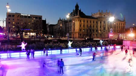 patim : MUNICH, GERMANY - 3 DECEMBER 2016: Timelapse of people iceskating on the ice rink at Karlsplatz  Stachus in the evening