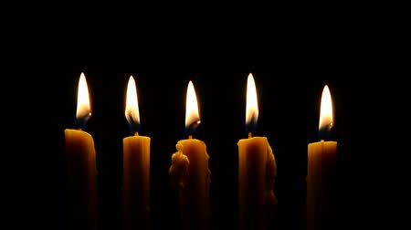velas : candle light in darkness