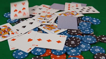 фотографий : casino, cards falling on the chips. Стоковые видеозаписи