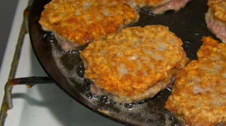 schabowy : cool cutlets fried in a pan. Wideo