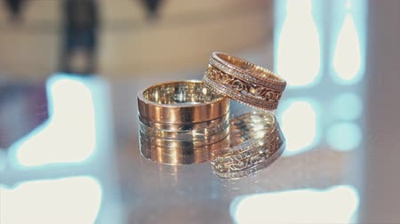 аксессуары : wedding rings on a shiny surface.