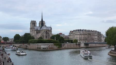 francja : Notre Dame in Paris with river view in the evening