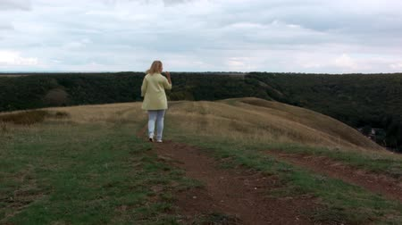 ruivo : girl walking on the hills in the park