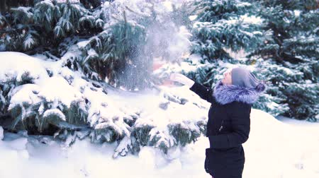 иней : snow falls from tree to girl, slow-motion shooting, winter snow-covered park