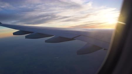 air travel to other countries. beautiful sunset from the plane window. wing out the window. travelling by plane. Стоковые видеозаписи