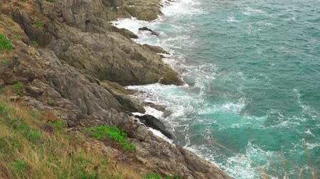 turquoise water on the coast. sea waves beating against the stone shore. tropical island Стоковые видеозаписи
