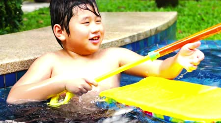 pływanie : Asian boy playing in the swimming pool.