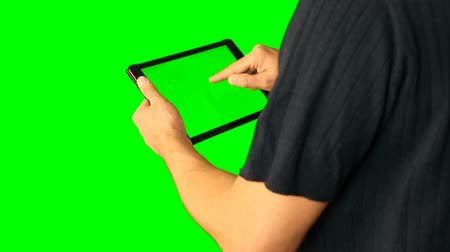 algılayıcı : Man using tablet with green screen doubled on big screen.
