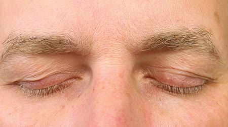 lidércnyomás : Adult man blinking his eyes. Extreme close-up view. Human eyes fast open up and shut down. REM rapid eye movement. See dreams sleep and wake up rapidly. Caucasian male face close open eyes.