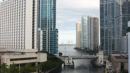 элита : View of chic district of Miami. Downtown. Miami River and skyscrapers on its banks. Bank offices business centers down town district Miami Florida. Bridge over Miami river water summer day fly. Стоковые видеозаписи
