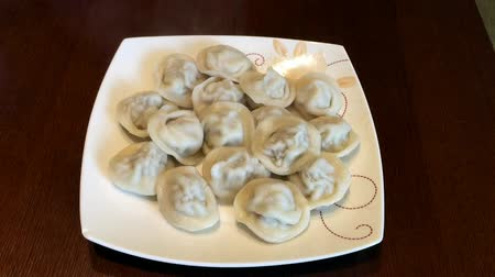 пельмени : Plate with dumplings ravioli. Plate of hot homemade dumplings on the table. Jet of steam Стоковые видеозаписи