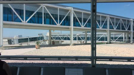 průchod : Modern airport interior with seats, big window and glass overpass outside