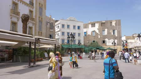 arabian : Tunis, Tunisia - 06 June 2018: Cafe el Medina on city square and water fountain. Arab people walking and resting on square near city fountain. Stock Footage