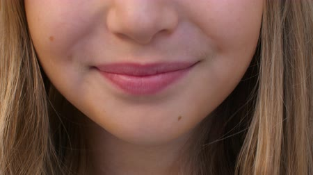 obličejový : Cheerful girl with toothy smile and pink lips, partial view