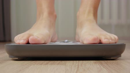 kilogramm : Male foot stepping on weight scale for weighting close up. Health and wellness