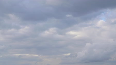 bulutluluk : Overcast sky with gray cloud floating in gloomy heaven. Cloudy sky before storm