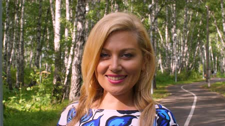 zmysłowy : Portrait smiling woman looking and posing into camera in summer park close up