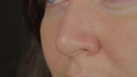 respiração : Womens nose, profile close-up. Smell concept