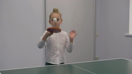 tシャツ : Cute little girl playing table tennis. Slow motion beautiful little girl playing table tennis. 動画素材