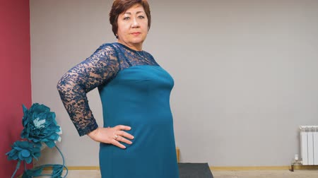 подиум : Senior Woman Defile Fashion Show Pose Activity. Mature Aged Lady Trendy Dress Collection Podium Model Walk Attractive Caucasian Elderly Lady Lifestyle Beauty Concept Glamour Industry 4K