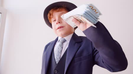 имитация : Funny Child Businessman Sniff Money Role Play. Cute Caucasian Kid Act Boss Little Boy Dressed Classical Suit Hat Head Grown-up Occupation Game American Dollars Adult Life Parody Job Concept