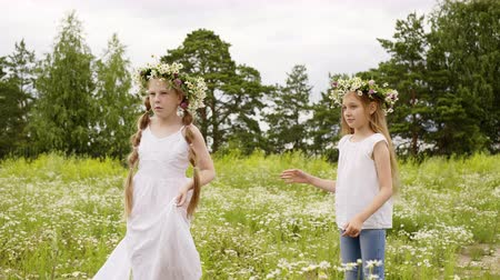 relaks : Girls Rotate Flowers Wreath Lawn Summer Holidays. Happy Caucasian Female Children Whirl Blossom Glade. Cute Blonde Long Hair Kids Enjoy Floral Landscape Daisy Meadow Field Bloom Outdoor Nature