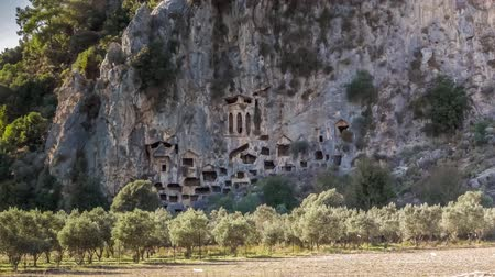homlokzatok : Lycian rock-cut tombs in the form of temple fronts carved into the vertical faces of cliffs, Dalyan, Turkey. 4k Stock mozgókép