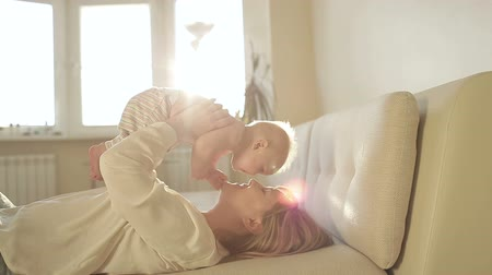 épico : Mother Holding Her baby and kissing,sun lens flare,dolly shot Vídeos