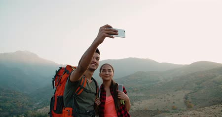 предназначенный только для мужчин : young asian couple of tourists doing selfie reaching the top of the mountain